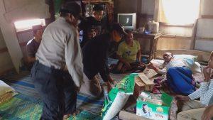 Kapolsek Pulau Rimau Meberikan Bantuan kepada Suparmin