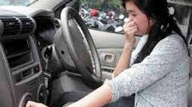 penyebab bau di dalam mobil gesahkita