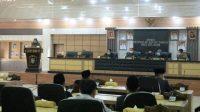 Suasana Saat Bupati Ogan Komering Ulu Selatan (OKUS), Popo Ali Martopo, B.Com., megnhadiri rapat paripurna di Sekretariat DPRD Kabupaten OKU Selatan dengan agenda mendengarkan laporan dari Panitia Khusus (Pansus) terkait LKPJ Kepala Daerah tahun anggaran 2020, Selasa (27/04).