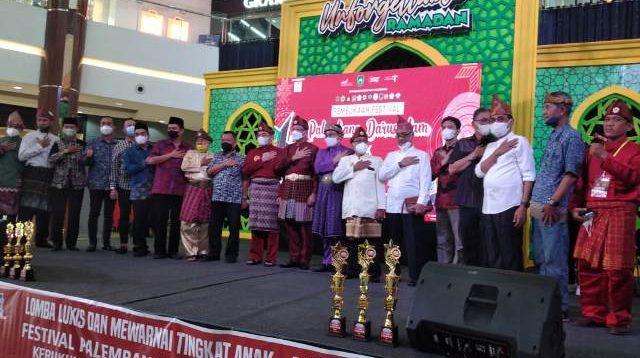 Suasana Festival Palembang Darussalam (FPD) XIX Tahun 2021 resmi di buka oleh Gubernur Sumatera Selatan (Sumsel) di wakilkan oleh Kepala Dinas Kebudayaan dan Pariwisata (Kadisbudpar) Provinsi Sumsel, Aufa Syahrizal, S.P, M.Sc di aula Opi Mall, Banyuasin, Sabtu (17/4).