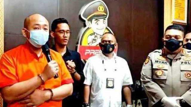 Moment Permintaan Maaf Jason Tjakrawinata (38 tahun) yang kini resmi menyandang status tersangka atas kasus penganiayaan Perawat di RS Siloam Sriwijaya Palembang, Christina Ramauli Simatupang (28 tahun)