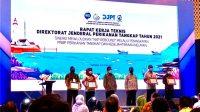 """Suasana Saat Kepala Dinas Kelautan dan Perikanan (DKP) Provinsi Jawa Timur Muhammad Gunawan Saleh, menerima penghargan yang mana Unit Pelaksana Teknis Pelabuhan Perikanan Pantai (UPT PPP) Pondokdadap dinobatkan sebagai """"pelabuhan perikanan UPT daerah dengan pengelolaan terbaik pada tahun 2020""""."""