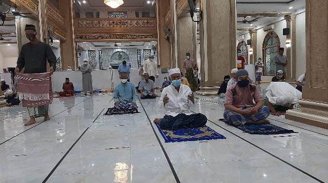 suasana Shalat Tarawih Masjid Al Jihad