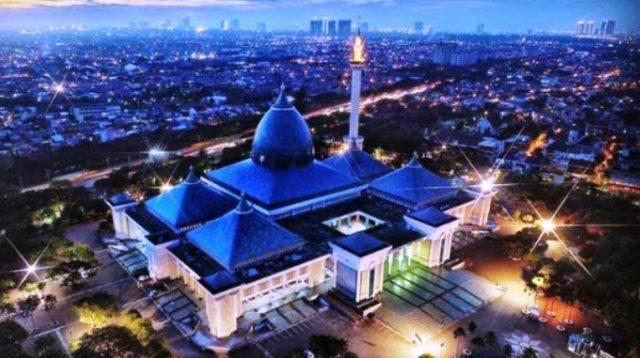 Photo Udara Suasana Temaram Seputar Exit Tol Masjid Al-Akbar Surabaya