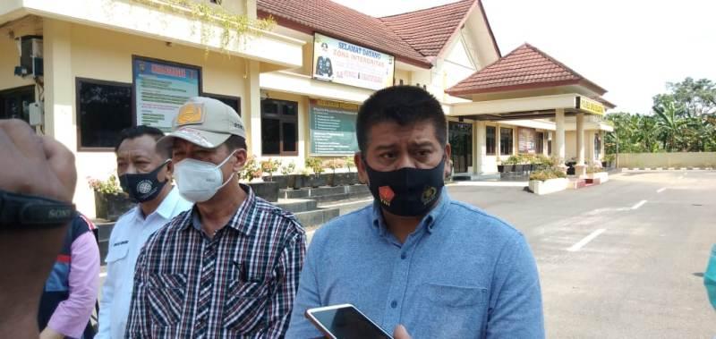 AKBP Zulkarnain Harahap SIK Kapolres Oku Selatan Disela sela giat memberangkatakan Pasien Bibir Sumbing
