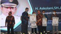 (foto Doc SMSI) Suasana Penyerahan Award dari SMSI