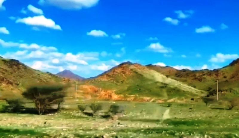 (foto Tangkapan layar Akun IG Padang Arab) padang rumput dan pegunungan