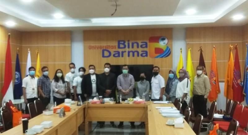 Pose Bersama Pimpinan Media dengan Pimpinan UBD Saat Silahturahmi Do kampus UBD Palembang