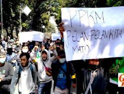 Ratusan Massa Di Bandung Gelar Aksi Tolak PPKM
