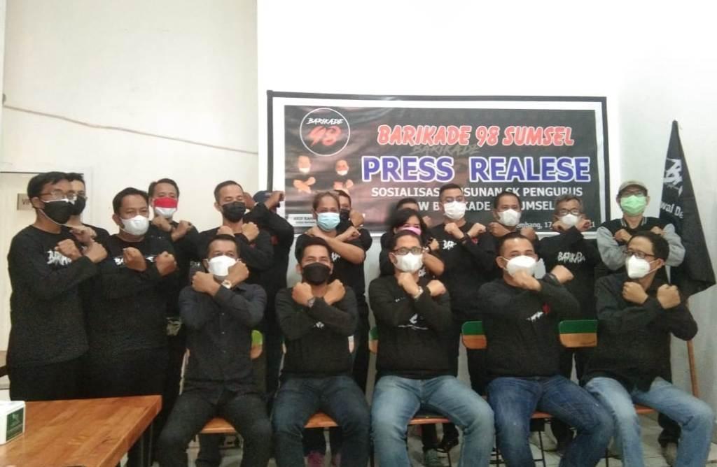 DALAM SUASANA POSE BERSAMA BARIKADE 98 SIAP KAWAL DEMOKRASI JAGA INDONESIA