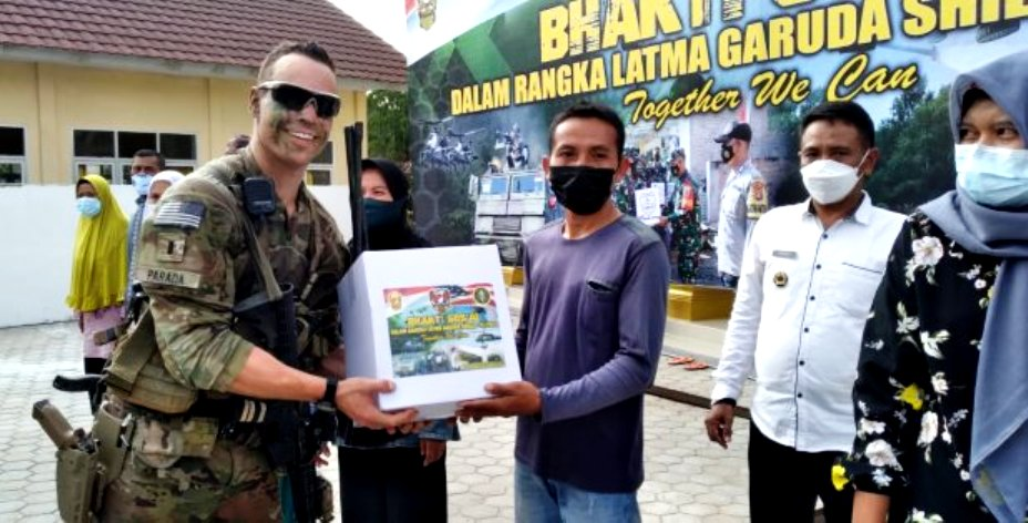 The moment where US Army and TNI AD conducting Training Together in Sipin Village, They also Committed Social work by giving Donation Grocery Packet of Basic Needs