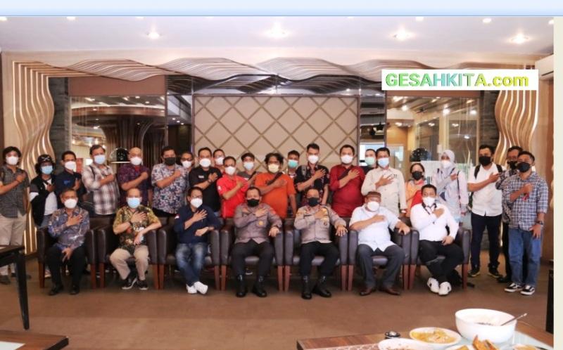 Kapolda Sumsel Pose Bersama dengan Sejumlah Pimpinan Media Massa Sumsel