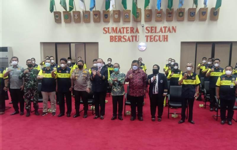 Pose Bersama Dimana Saat Kepala Dinas Pendidikan Provinsi Sumatera Selatan , Drs H Riza Fahlevi. MM didaulat sebagai Ketua Umum Persatuan Drum Band Indonesia (PDBI) Provinsi Sumatera Selatan masa bakti 2021-2025 oleh Ketua Umum PB PDBI, Kombes Pol Drs. Joko Sarwoko SH.MM di Graha Bina Praja Pemerintah Sumatera Selatan, Sabtu (11/9/2021)