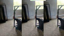 Proses Pemasangan Pintu Masjid Tholabul Quran Bagi Donotur Setia Foto Sumber Tangkapan Layar Video Ustad Beni Apriadi Ke redaksi Jangan Ketinggalan Ya Para Hambah Allah Sekalian