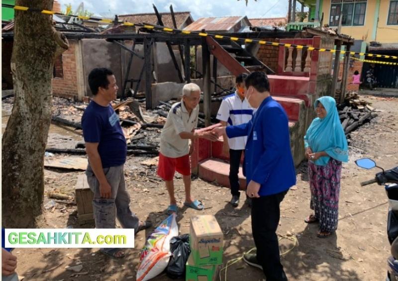 Suasana Saat Pengurus DPD PAN Muba Sambangi Korban Kebakaran Sekayu