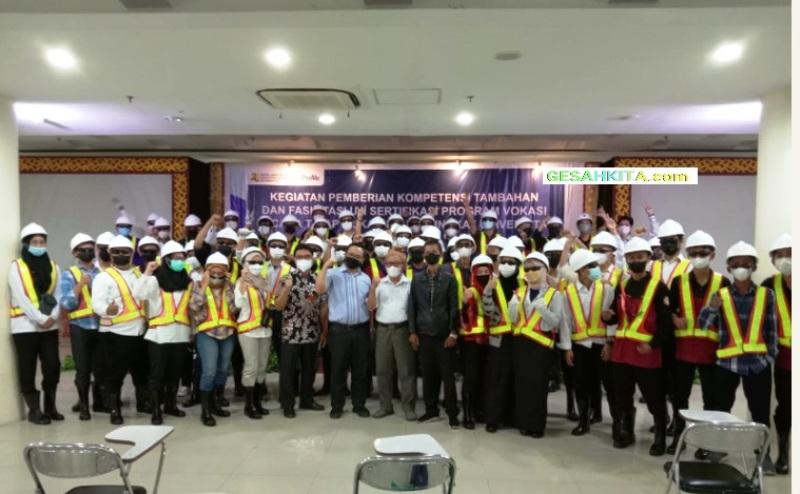 Suasana Pose Bersama Peserta Pelatihan Kompetensi Konstruksi Yang Mahasiswa UBD Prodi Teknik Sipil Menjadi Peserta Nya