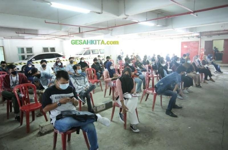 Suasana Vaksinasi Serentak Di Aula Kampus UBD Palembang.jpg 1
