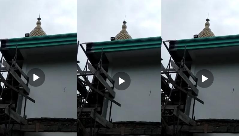 tangkapan layar pembangunan masjid Tholabul Quran