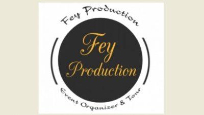 Logo Production EO & Tour' Latar Hitam Sederhana Dalam Berucap Kuning Emas Kualitas Kepercayaan Tetap Dijunjung Tinggi