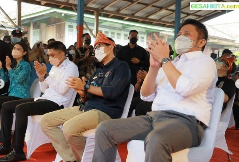 Menparekraf Sandiaga Uno Didampingi H Herman Deru meresmikan Desa Wisata, Ekowisata Burai
