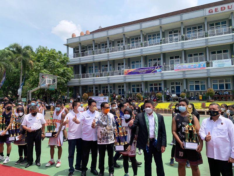 Suasana Penutupan Tutnamen Tinglkat SMA Sumsel saat Gubernur Sumsel H Herman Deru menutup nya