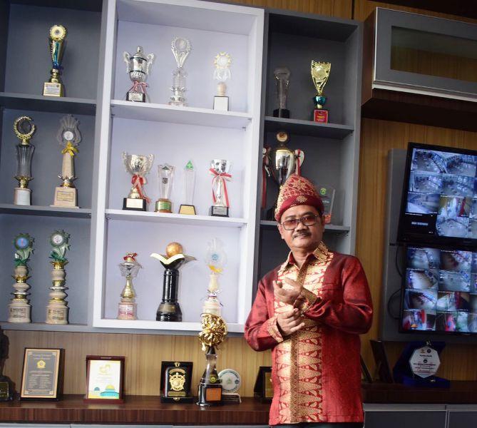 Fir Azwar Kepala Sekolah SMAN 6 Palembang