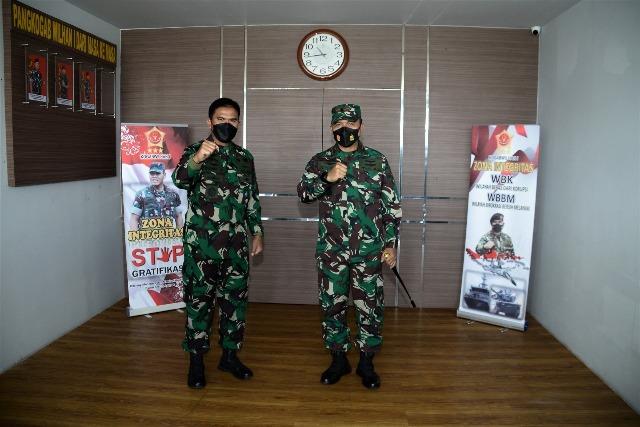Komandan Pangkalan Utama TNI Angkatan Laut IV Tanjungpinang (Danlantamal IV Tanjungpinang) Laksamana Pertama TNI Dwika Tjahja Setiawan, S.H., M.H., dihari kedua menjabat sebagai Danlantamal IV mengunjungi Pangkogabwilhan I, Kajati Provinsi Kepri dan Danrem 033/WP,