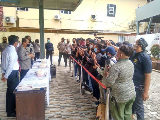 Suasana Pers Konferens Di Mapolda Sumsel terkait illegal Drilling